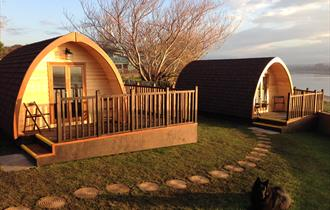 Golden Ball Hotel - Camping Pods
